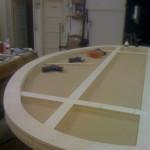 fasi di lavorazione di un oggetto di design, tavolo per studio televisivo realizzato dall'ebanisteria Ebanistika